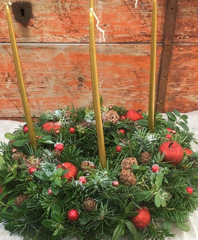 Jõuluseaded, -pärjad, -lilled